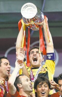 Spain goalkeeper Iker Casillas holds up the trophy at the end of during the Euro 2012 soccer championship final between Spain and Italy in Kiev, Ukraine, Sunday, July 1, 2012. (AP Photo/Jon Super)