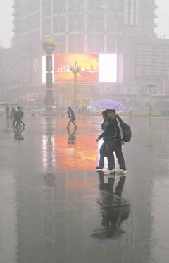 A 'wintry' day at Chengdu's Tianfu Square.