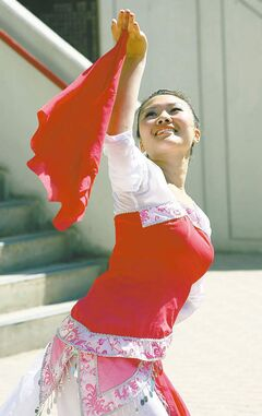 Yanisa Wu demonstrates  chinese dance as an example of  Chinese  culture  on display at this years up coming 3rd Annual Winnipeg Chinatown Street Festival  from Saturday Aug 6 and Sunday  7th . August 4, 2011 (KEN GIGLIOTTI / WINNIPEG FREE PRESS )