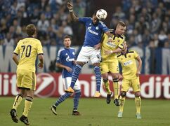 Schalke's Kevin-Prince Boateng, left, goes for a header against Maribor's Dare Vrsic, right, during the Champions League group G soccer match between FC Schalke 04 and Maribor in Gelsenkirchen, Germany, Tuesday, Sept. 30, 2014. (AP Photo/Martin Meissner)