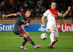 Benfica's forward Lima, challenges for the ball with Monaco's Italian defender Andrea Raggi, during the Champions League Group C soccer match between Monaco and Benfica at Louis II stadium in Monaco, Wednesday, Oct. 22, 2014. (AP Photo/Claude Paris)