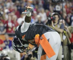 Denver Broncos' Emmanuel Sanders takes a bow after scoring a touchdown during the second half of the NFL Football Pro Bowl Sunday, Jan. 25, 2015, in Glendale, Ariz. (AP Photo/Charlie Riedel)