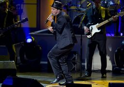Gavin DeGraw performs during a tribute concert to Billy Joel, the recipient of the Library of Congress Gershwin Prize for Popular Song, at DAR Constitution Hall in Washington, Wednesday, Nov. 19, 2014. (AP Photo/Carolyn Kaster)