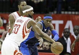 Dallas Mavericks' Rajon Rondo, right, tries to pass the ball around Houston Rockets defenders Corey Brewer (33) and Trevor Ariza in the second half of an NBA basketball game Wednesday, Jan. 28, 2015, in Houston. The Rockets won 99-94. (AP Photo/Pat Sullivan)