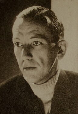 Noël Coward started a turtleneck craze in the 1920s.