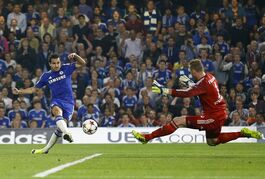 Chelsea's Cesc Fabregas scores the opening goal against Schalke's goalkeeper Ralf Faehrmann during the Champions League Group G soccer match between Chelsea and Schalke 04 at Stamford Bridge stadium in London Wednesday, Sept. 17, 2014. (AP Photo/Kirsty Wigglesworth)
