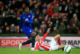 Everton's Romelu Lukaku, left, and Stoke City's Geoff Cameron battle for the ball during their English Premier League soccer match at the Britannia Stadium, Stoke, England, Wednesday, March 4, 2015. (AP Photo/Nick Potts, PA Wire) UNITED KINGDOM OUT - NO SALES - NO ARCHIVES
