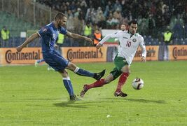 Bulgaria's Ivelin Popov, right, and Italy's Leonardo Bonucci struggle for the ball during the Euro 2016 Group H qualifying soccer match between Bulgaria and Italy at the Vassil Levski stadium in Sofia, Bulgaria, Saturday, March 28, 2015. (AP Photo/Valentina Petrova)