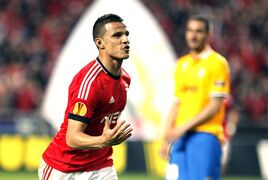 Benfica's Lima, from Brazil, celebrates after scoring his side's second goal against Juventus during the Europa League semifinal first leg soccer match between Benfica and Juventus at Benfica's Luz stadium in Lisbon, Thursday, April 24, 2014. (AP Photo/Francisco Seco)