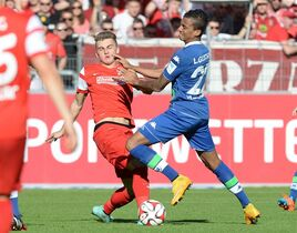 Freiburg's Maximilian Philipp, left, and Wolfsburg's Luiz Gustavo challenge for the ball during the German first division Bundesliga soccer match between SC Freiburg and VfL Wolfsburg in Freiburg, southern Germany, Saturday Oct. 18, 2014. \dpa\Patrick Seeger)