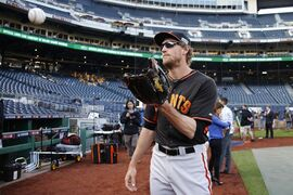 San Francisco Giants' Hunter Pence catches a ball during batting practice before the NL Wild Card Playoff baseball game against the Pittsburgh Pirates on Wednesday, Oct. 1, 2014, in Pittsburgh. (AP Photo/Gene Puskar)