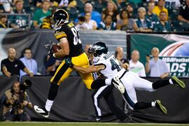 Pittsburgh Steelers' Heath Miller, left, pulls in a touchdown pass against Philadelphia Eagles' Chris Maragos during the second half of an NFL preseason football game, Thursday, Aug. 21, 2014, in Philadelphia. (AP Photo/Michael Perez)