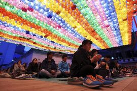 Buddhists pray during a service to wish for safe return of missing passengers aboard the sunken ferry Sewol, at Jogye temple in Seoul, South Korea, Saturday, April 19, 2014. (AP Photo/Yonhap, Park Dong-joo) KOREA OUT