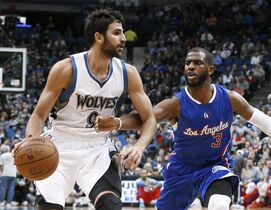 Minnesota Timberwolves' Ricky Rubio, left, drives as Los Angeles Clippers' Chris Paul defends during the first quarter of an NBA basketball game, Monday, March 2, 2015, in Minneapolis. (AP Photo/Jim Mone)