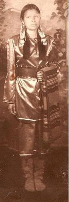 Lyna Hart was a beacon in the indigenous community for her contribution to health care and culture. Forty years ago (above), she posed in regalia at her first powwow.
