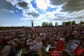 People gather at  Winnipeg Folk Festival Main Stage in 2014. The Festival will drop its Wednesday night concert and return to a four-day festival.