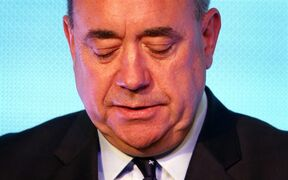 Scottish First Minister Alex Salmond looks down during a press conference in Edinburgh, Scotland, Friday, Sept. 19, 2014. THE CANADIAN PRESS/AP, PA, Danny Lawson