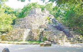 The Xcaret site was historically an important Maya trading centre and visitors to the Xcaret park can see real Mayan ruins during their visit to the park.