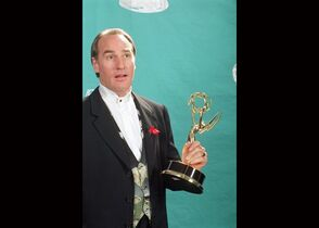 FILE - Actor Craig T. Nelson holds up his Emmy statuette at the 44th Annual Primetime Emmy Awards in Pasadena, Calif., in this Aug. 31, 1992 file photo. The NBC network said Thursday March 26, 2015 that it has ordered 13 episodes of a sequel to the 1989-97 ABC sitcom that starred Nelson as Hayden Fox, head coach of a college football team. (AP Photo/Douglas C. Pizac, File)