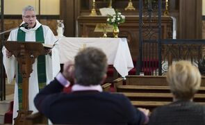Reverend Yves Samson speaks to the faithful during mass at St. James Anglican Church in Trois-Rivi�res, Que., Sunday, January 25, 2015. THE CANADIAN PRESS/Graham Hughes