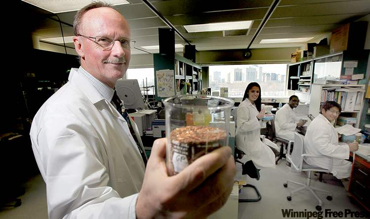 PHIL.HOSSACK@FREEPRESS.MB.CA 