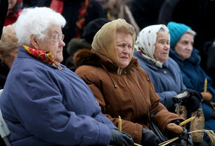 Survivors of the Ukrainian Holomodor at a service in front of city hall on Saturday.