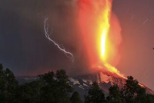 The Villarica volcano erupts near Pucon, Chile, early Tuesday, March 3, 2015. The Villarica volcano erupted Tuesday around 3 a.m. local time (0600 GMT), according to the National Emergency Office, which issued a red alert and ordered evacuations. (AP Photo/ Aton Chile)