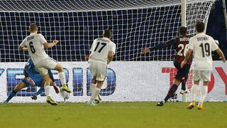 San Lorenzo's Mauro Matos, second right, scores the second goal for his team during the semi final soccer match between Auckland City FC and San Lorenzo at the Club World Cup soccer tournament in Marrakech, Morocco, Wednesday, Dec. 17, 2014. (AP Photo/Abdeljalil Bounhar)