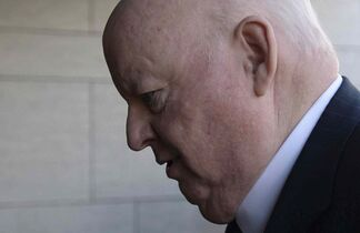 Suspended senator Mike Duffy arrives to the courthouse in Ottawa on Tuesday.
