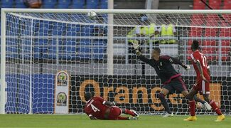 Congo's goalkeeper Christoffer Mafoumbi, center, with teammates watch as the ball hits the goalpost during their African Cup of Nations quarter final soccer match against Democratic Republic of Congo in Bata, Equatorial Guinea, Saturday, Jan. 31, 2015. (AP Photo/Themba Hadebe)