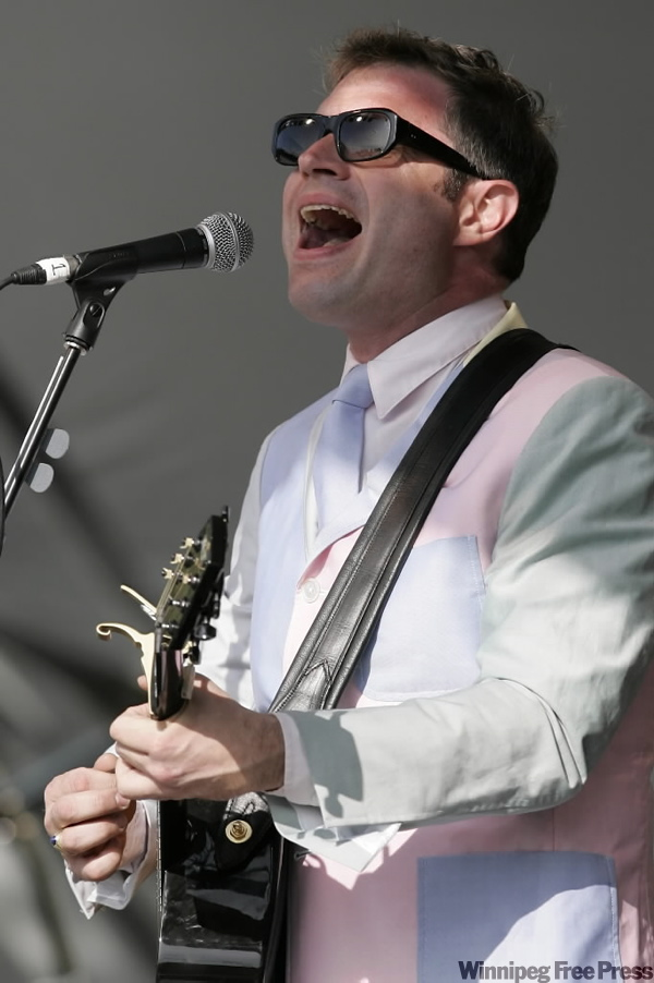 Steven Page, former lead man for the Bare Naked Ladies, performs  (JOHN WOODS / THE CANADIAN PRESS)
