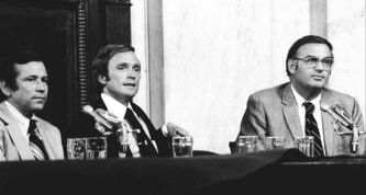 Cavett (centre) at Senate hearing with vice-chairman Sen.  Howard Baker (left) and Sen. Lowell Weicker.