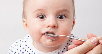 Healthy Child Manitoba Office, Dial-a-Dietitian, Healthy Start for Mom and Me, and the Winnipeg Health Region have teamed up to update guidelines that provide parents with the information they need when their babies make the transition to solid food.