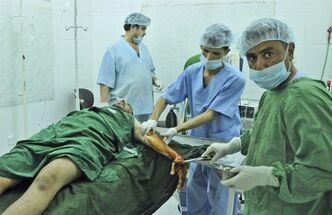 Yemeni doctors treat an injured anti-government protestor, who was wounded in clashes with security forces in Taiz, Yemen, Tuesday, May 31, 2011. Heavy fighting resumed Tuesday in Yemen's capital between government troops and followers of the country's most powerful tribal leader, ending a brief cease-fire and again raising the prospect that Yemen's political crisis could veer into civil war.(AP Photo/Mohammed Al-Sayaghi)