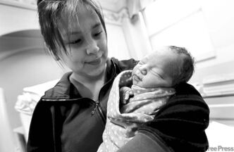 January 1, 2012 - 120101  - Anne Rose Aulatjut holds her baby Noah Nicholas Nehemiah at the Women's Hospital at HSC Sunday, January 1, 2012. Baby Noah is Winnipeg's New Year Baby. John Woods / Winnipeg Free Press