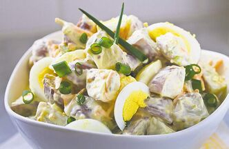 Creamy old-style red-skinned potato salad