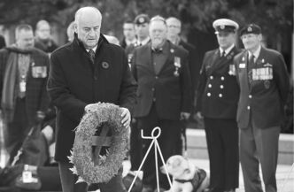 Veterans Affairs Minister Julian Fantino places a wreath during the 2013 Remembrance Day ceremony in Ottawa.