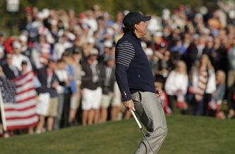 USA's Phil Mickelson reacts as he misses a putt on the sixth hole during a foursomes match at the Ryder Cup PGA golf tournament Saturday, Sept. 29, 2012, at the Medinah Country Club in Medinah, Ill. (AP Photo/Charlie Riedel)