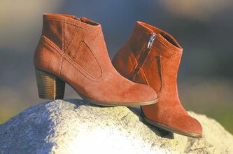 Dolce Vita suede boots in rust.