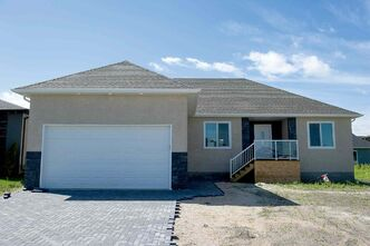 140707 Winnipeg - DAVID LIPNOWSKI / WINNIPEG FREE PRESS  448 Lucille Bay in St. Adolphe  For Todd Lewys Homes Section