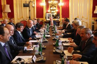 US Secretary of State John Kerry, fourth from right, attends a meeting Tuesday Oct. 22, 2013, hosted by British Foreign Secretary William Hague, fourth from left, of the 'London 11', from the Friends of Syria Core Group, in Lancaster House, central London, aimed at ending the brutal civil war in Syria.(AP Photo/Oli Scarff, pool)