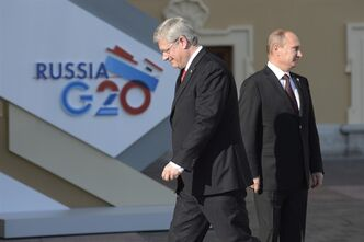 Canadian Prime Minister Stephen Harper walks past Russian President Vladimir Putin at the G20 Summit Thursday Sept.5, 2013 in St.Petersburg, Russia. THE CANADIAN PRESS/Adrian Wyld