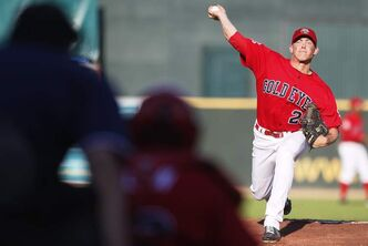 Winnipeg Goldeyes pitcher Matt Rusch (29).