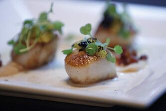 Seared scallops at Deseo.