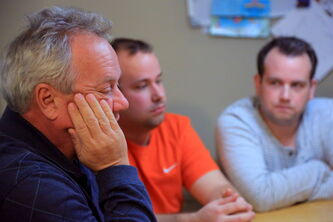 John Johnston, with his sons Ryan and Derek beside him, recounts his experience trying to care for his sick wife, Barbara, in Cuba. The substandard hospital conditions added stress and headache for the family who is still grieving after losing Barbara on Dec. 29. (Colin Corneau/Brandon Sun)