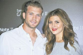 Cutter Dykstra, left, and Jamie-Lynn Sigler attend the Samsung Galaxy Note II Launch Party on Thursday, Oct. 25, 2012 in Beverly Hills, Calif. (Photo by Richard Shotwell/Invision/AP)