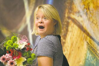 Lauren Potter takes a moment for photographs with fans and the media at the Delta Winnipeg Hotel Saturday morning as she holds flowers from one of her fans from the audience.