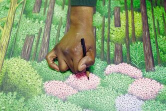 Valentino Dixon touches up a golf drawing. (AP Photo/David Duprey)