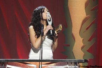 Ali Fontaine, who is from Sagkeeng First Nation, kisses her award for New Artist of the Year at the 2011 Aboriginal Peoples Choice Music Awards. She also won the award for Best Country CD.