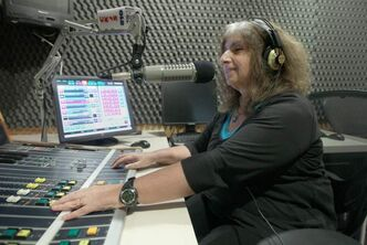 Rochelle Zucker hosts a Yiddish language and music program on Winnipeg radio station CKJS.